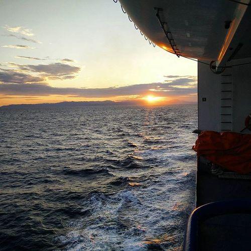 Dimonios Naveprofughi Cagliarinapoli Tramonto sunset traversata tirrenia nofilter onepluslife oneplus oneplusone
