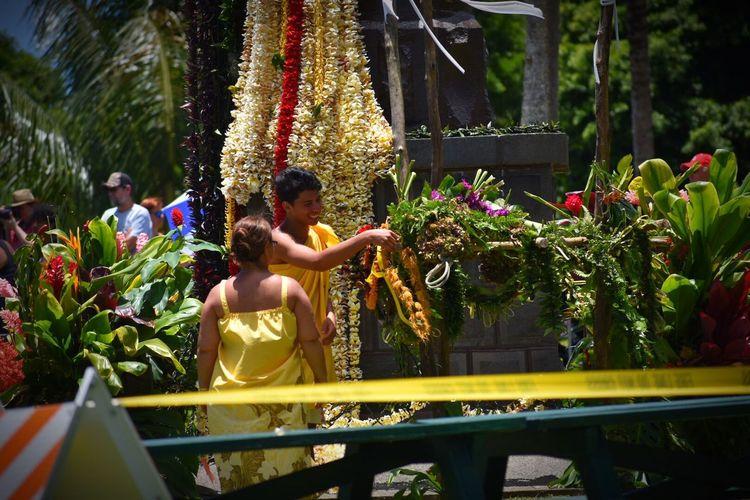 The Photojournalist - 2017 EyeEm Awards King Kamehameha Day Hawaiian Culture Triditional Big Island Hawaii Offering