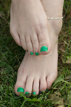 A day in the park. Grass Green Green Color Natural Light Trees Anklet Feet Flowers Outdoor Photography Outdoors Pedicure Soles Toes