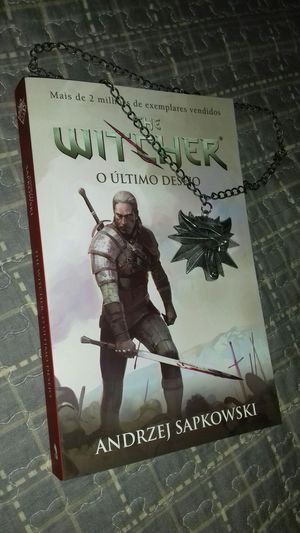 Book Witcher The Last Wish Ultimo Desejo Livro  Colar Wolf Lobo Geralt