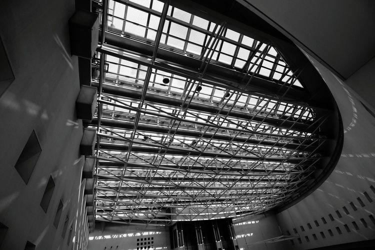 愛知芸術文化センター 天井 モノクロ Canon 写真撮ってる人と繋がりたい 写真好きな人と繋がりたい