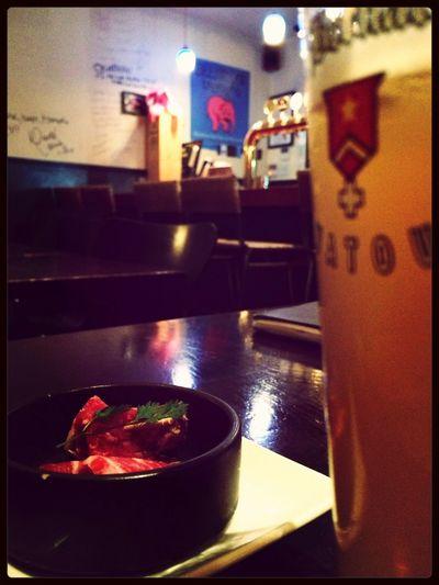 この時間、雨の六本木は人も少ない。 Last Drink, I Promise Beer IPhoneography Taking Photos