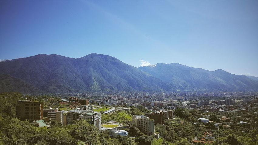 Buenos dias Caracas. El Mirador, Colinas de Valle Arriba, #Caracas, #Venezuela. #GalaxyNote5   4.3mm equiv 28mm   1/1404 sec   f/1.9   iso 40 #Wanderlust Avila