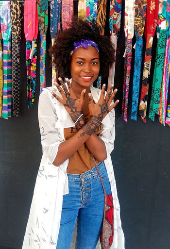 Young Woman Headband Henna Tattoo Henna Henna Art Hands Happiness Smilling Looking At Camera Portrait One Person Fashion Shoulder Bag Fashion Model Fashion Photography African Jeans Front View Three Quarter Length Smiling Real People Standing Young Adult Casual Clothing Leisure Activity Lifestyles Emotion Women Young Women Hairstyle Beautiful Woman Hair