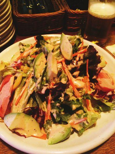 グリーンサラダと ビール Habana