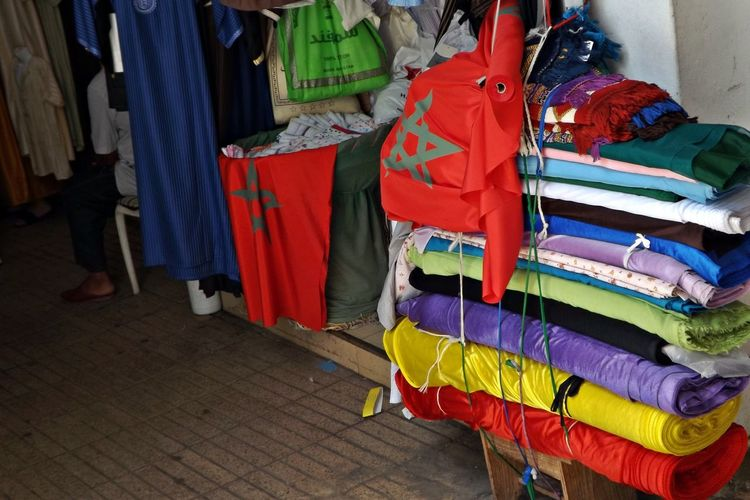 Tissus Choice Clothing Coathanger Day Drap Drapeau Drapeau Marocain Hanging Heap Home Interior Indoors  Large Group Of Objects Lingerie Marchandises Maroc Multi Colored Neat No People Retail  Souk Souks Morocaine Stack Variation