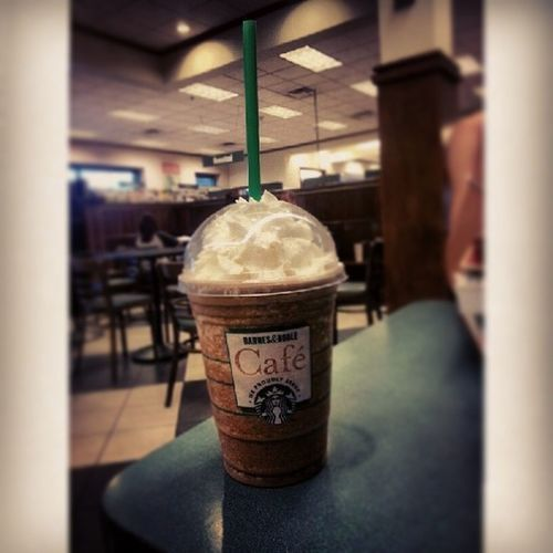 Oh java chip you didn't disappoint Starbucks Frappucino Javachip  Delicious barnesandnoble relaxation knowledge