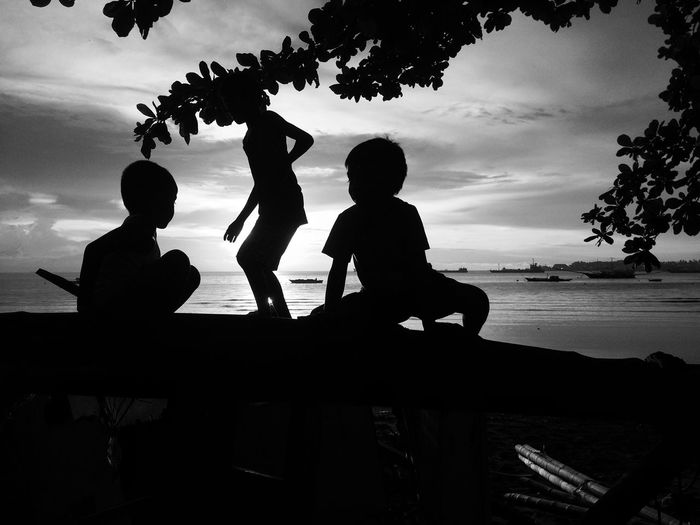 Golden Hour Streetphoto_bw Streetphotography Bnw_captures Bnw_friday_eyeemchallenge Bnw_collection Men Tree Beach Childhood Leisure Activity Togetherness Outdoors Boys