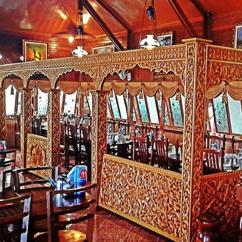 Rumah makan di daerah Bukittinggi Riweh Asliurangawak Pulangkampuang Pusingbanyakukirankayu