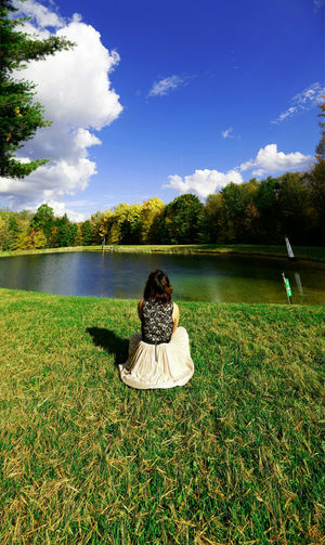 Autumn Lake Sunny Woman Relaxing Peaceful Nature осень озеро солнечно женщина расслабляющий мирное Tranquillo Lago Autunno  Donna Rilassante Herbst See Sonnig Frau Entspannend Friedlich