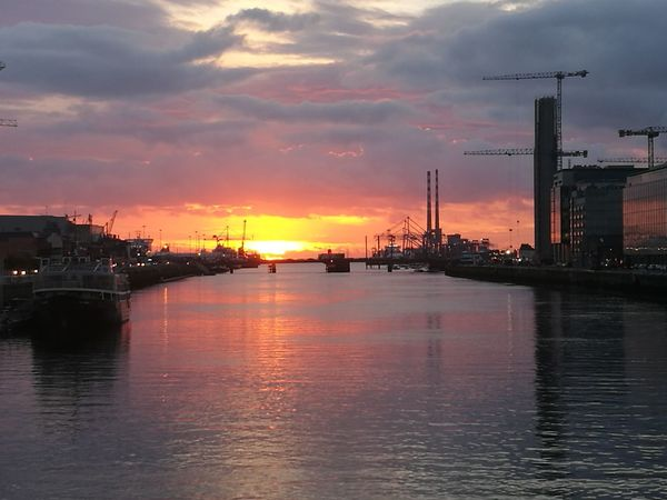 Water City River Sky Cloud - Sky City Life Moody Sky Sunrise And Clouds Sunrise Dublin, Ireland Morning Morning Sun City Life