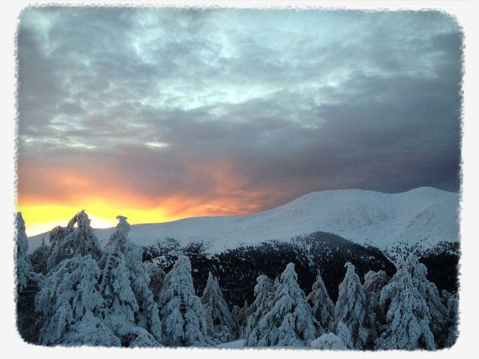 #FF #fotofriday Para @digitalmeteo #candilazo #sinfiltros #amanecer #esquídemontaña #peñalara #guadarrama #cuerdalarga #mountain #sunrise #snow