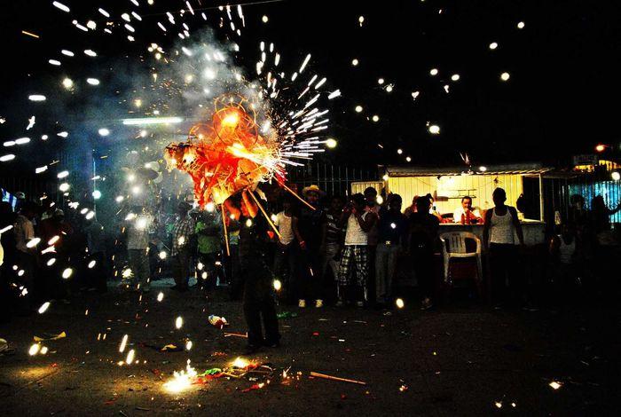 Calenda Oaxaqueña. Tradición Womanphotographer Mexico Photography Photos HechoenMéxico Mexicolindo Istmooaxaca Tehuantepec Fuegos Artificiales Celebration Firework Display People Outdoors Night