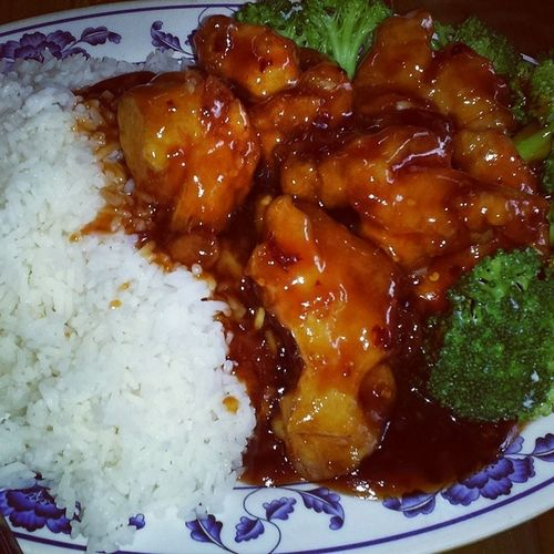 General Tso's Chicken w/ Broccoli and Steamed White Rice!!! Dinnertime Myguiltypleasure Chinesefood FlushingNoodleShop Queens NewYork