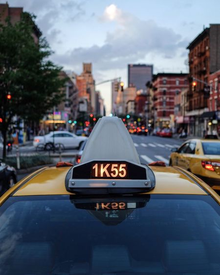 Taxi New York Embrace Urban Life