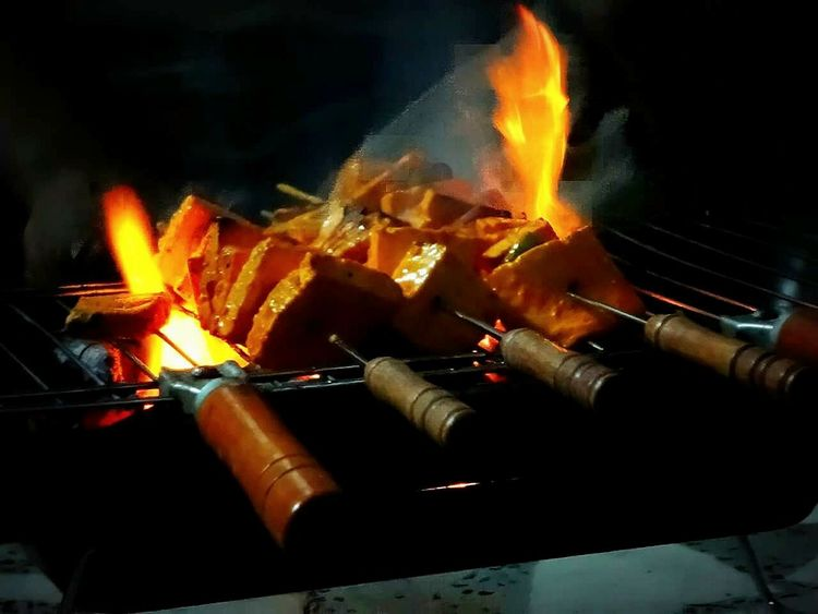 Heat - Temperature Barbecue Grill Paneer Tikka Chillin Out At Home Get Together Happy Saturday Barbeque