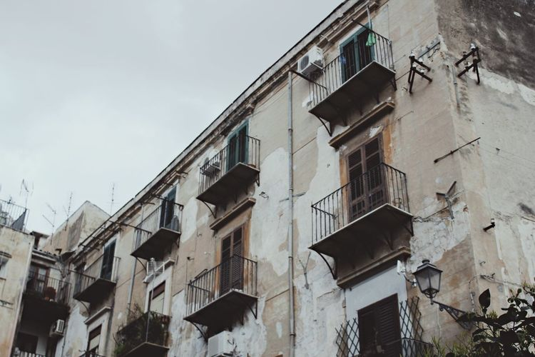 Building Exterior Architecture Low Angle View No People Façade Old Old Town Abondoned Expired Old House Ruin Urban Window Windows Balkony Grey Ghost Town Apocalypse Built Structure Sky Outdoors Palermo Palermo, Italy