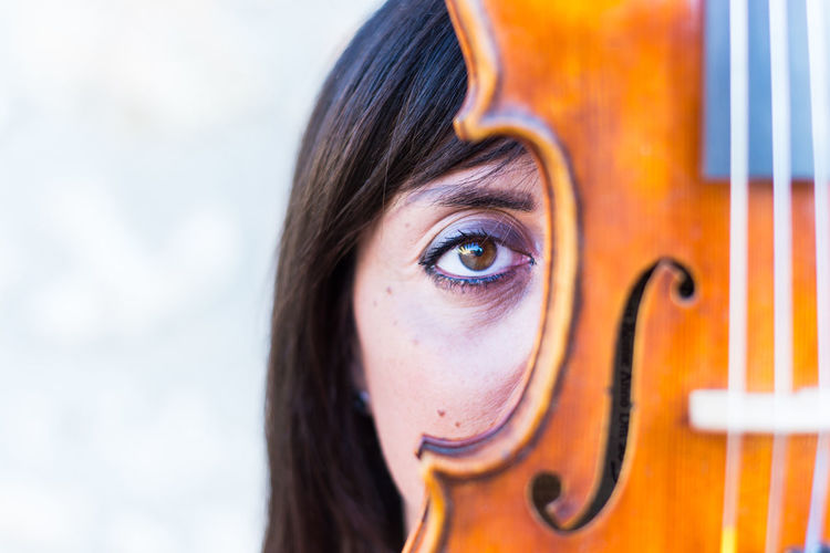Adult Adults Only Beauty Close-up Day Human Body Part Human Eye Human Face Musician One Person One Woman Only Only Women Outdoors People Portrait Violin Violine  Violinist Violinists Violins Women Young Adult Young Women
