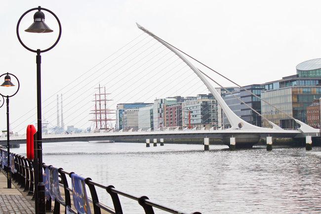 Architecture Bridge Brücke Dublin Engineering Fluir Fluss Ireland Irland Irlanda Liffey Puente River Samuel Beckett Bridge Travel Destinations Waterfront