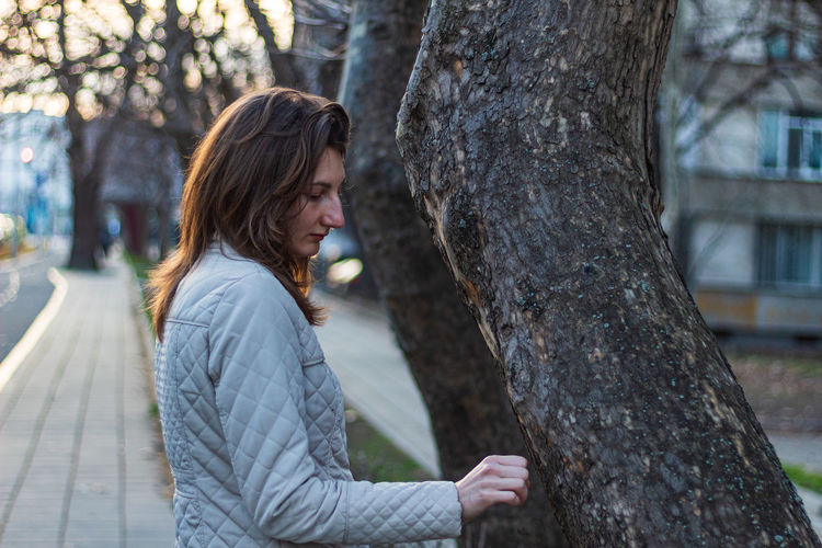 The woman and the tree 2 Face Street Beautiful Woman Street Photography Walk City Girl Urban Long Hair Beautiful Warm Clothes Woman White Jacket Outdoors Outside Adult Woman Poertrait Tree Young Adult One Person Plant Tree Trunk Women Trunk Focus On Foreground Adult Day Nature Real People Waist Up Leisure Activity Side View Brown Hair Lifestyles Hairstyle Contemplation Warm Clothing Teenager The Portraitist - 2019 EyeEm Awards
