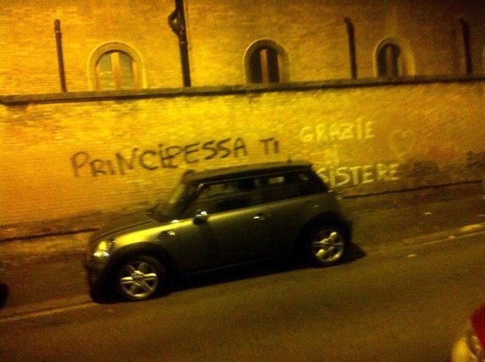 Mini and the Wall Princess. Italy Dolcevita  Nightphotography Wall Art Atmospheric Mood Nighlife Rome By Night Principessa On The Way Street Photography Street Streetart Cars By Night Night Photography Night Wall
