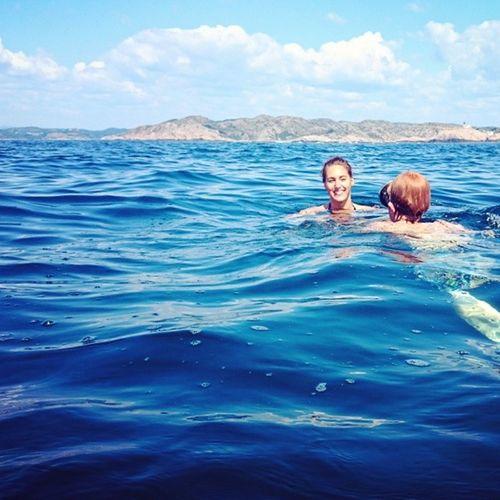 22℃ i vannet utenfor Lindesnes fyr i dag B-) Lindesnes Svømmetur Deiligdag Sommerinorge summertime loveit ocean båtliv sol fyrtårn sjø varme havet bluesky