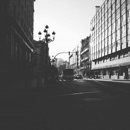 🌇🌆 Good Morning Vigo... Starting the week🙆 Empezando la semana con ganas y motivación! 💪 Mornings Vigocity Week Morningenergy Sunset Citylife Street Blackandwhite Urban Picoftheday Vigo
