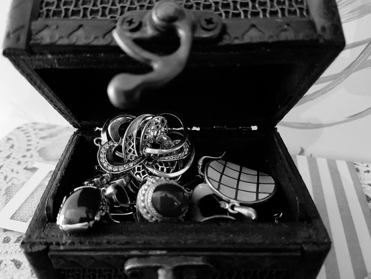 Silver Jewellery Silver Jewelry Silver Jewelery Beauty Rings Glamour Luxury Wooden Box Precious Gem Treasure Chest Jewels Jewellery Jwellery EyeEmNewHere Elégance Ring Silver - Metal Silver Colored Wealth Fashion Jewelry Box Jewelry Monochrome Photography Blackandwhite Photography The Week On EyeEm Black And White Friday