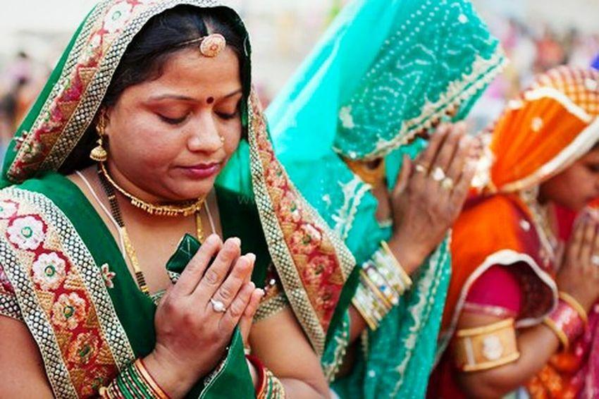 Women Indian Festival Religion Prayers Sarees Sari People Documentary Photography Marji Lang Photography Documentary Indian Culture  Hinduism Hindu Culture Hindu People Photography Faith Devotion Udaipur Rajasthan