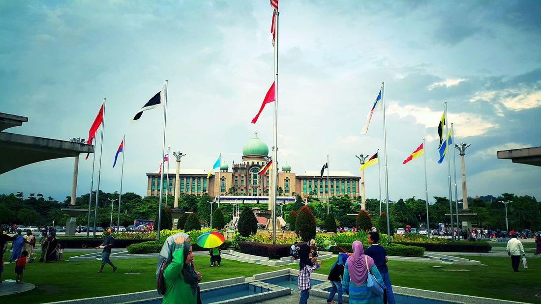 DataranPutrajaya Malaysiaflag Flag Flags Putrajaya Putrajayaview Malaysia Galaxy Note 4 HDR Samsungphotography
