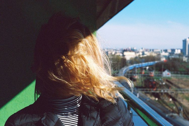 LINE Sunlight Light And Shadow Gradient Фотопленка Girl пленка Nbvfilm Manual Lenses арт  Art Belarus Film Photography 35mm Film Portrait Filmisnotdead Film Nbvfilm Hair Hairstyle Blond Hair Women Long Hair Nature Human Hair Young Adult Cityscape