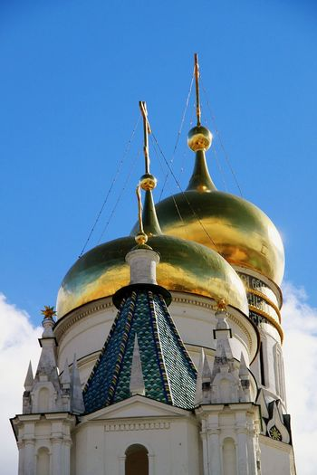 Religion History Blue Sky Architecture No People Gold Colored Golden Rooftop Moscow Kremlin Kremlin Complex Tourism Russia Kremlin Architecture Russia Moscow, Russia Travel Destinations Spirituality Place Of Worship Architecture Blue Sky