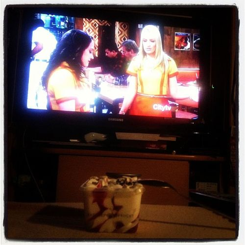#Icecream & 2 Broke Girls yäy <3 katdenningsss Icecream