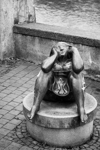 Streetphotography Black & White Black And White Sculpture Figure Street Art Woman Sculptures Sitting Woman Sculpture Munich