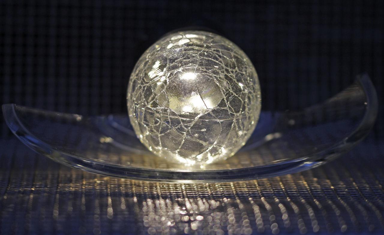 CLOSE-UP OF GLASS OF LIGHT BULB
