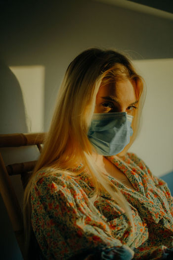 A young woman wearing a face mask to avoid coronavirus