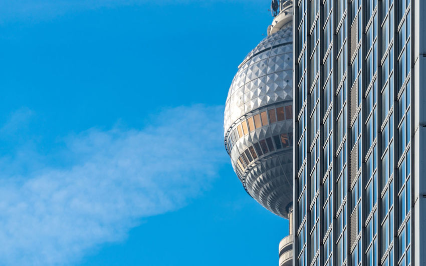 Fernsehturm TV Tower Futuristic Tower Modern Famous Place Sky Nature Blue Building Exterior Built Structure No People Day Architecture Low Angle View Sunlight Outdoors Pattern Cloud - Sky Metal Skyscraper Office Building Exterior Copy Space Tall - High Silver Colored Business Business Finance And Industry