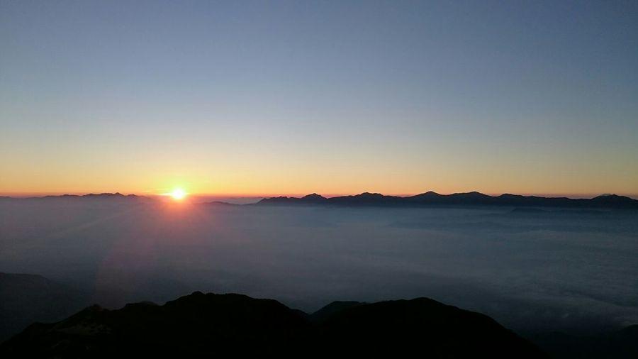 某山頂からの御来光☀︎これ見てどこか分かったあなた、立派な山屋です(´・∀・`) Nature Landscape Sunrise Mountains Sky And Clouds EyeEm Nature Lover Japan Japan Alps