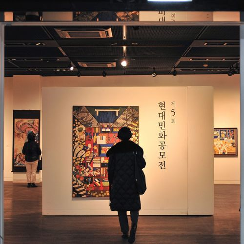 Adults Only One Person Indoors  Full Length People Standing Nikond700 City Architecture Frame Within A Frame Tradition City Life Museum Traditional Culture Korean Traditional Art Work Insadong