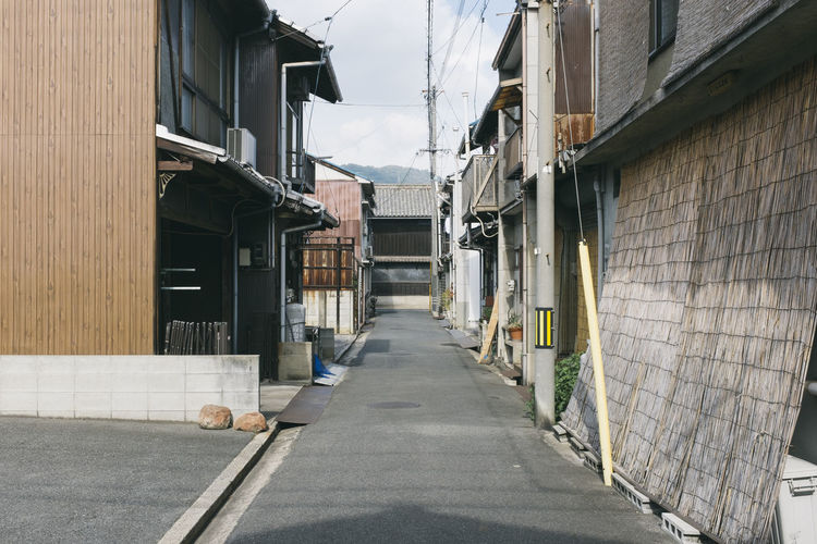 Architecture Built Structure Building Exterior Building Direction The Way Forward Residential District City Street Day House Alley Narrow No People Outdoors Empty Footpath Diminishing Perspective Transportation Wall Long