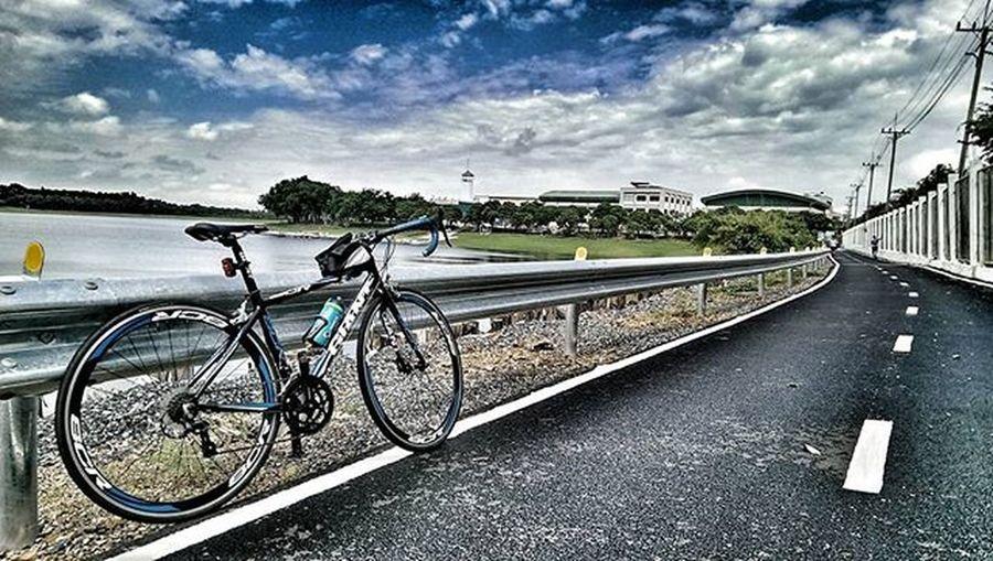 ฟ้าหลังฝนสวยงามเสมอ. ความทรงจำผ่านมือถือ Htcthailand HTC Giantbicycles Giantbikes Cycling Bicycle Slowlife