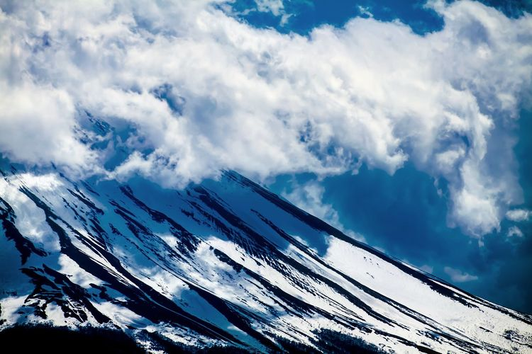 mt fuji. Fuji Canon Canonphotography Japan Japan Photography No People Spring Springtime Mountain Mountains And Sky Mountain Range Cloud - Sky Snow Snowcapped Mountain Snow Covered Winter Blue Blue Sky Nature Nature Photography Diagonal Diagonal Lines Asymmetry