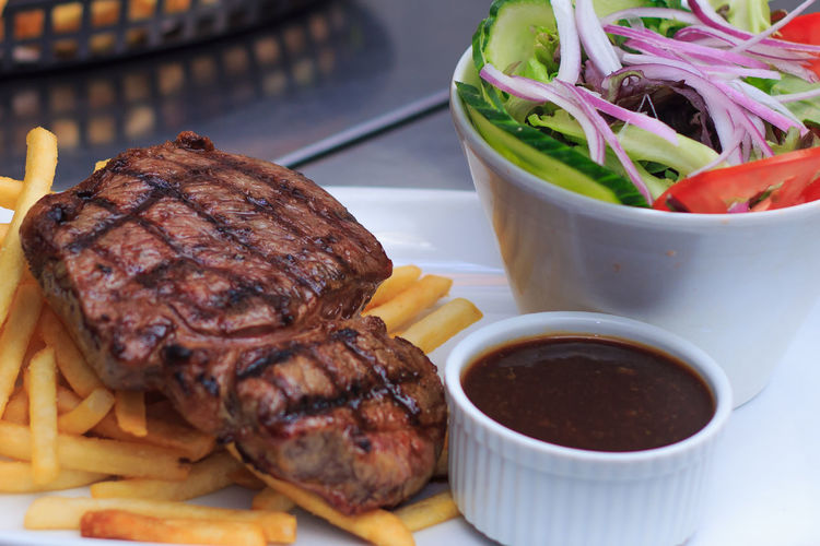 Chargrilled Grass Fed Rump Steak with chips salad and pepper sauce burger on side Barbecue Bis Bowl Chips Chipsy Close-up Day Food Food And Drink Freshness Grilled Indoors  Meal Meat No People Plate Pub Pub- Ready-to-eat Snack Stem Unhealthy Eating
