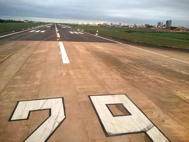 Learn & Shoot: Layering Airport Runway Airplane Landing in Porto Alegre Learn & Shoot: Leading Lines