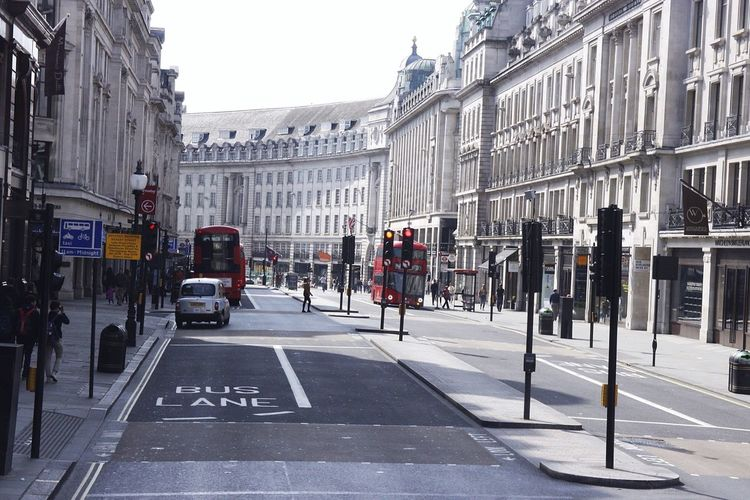 Londres, Regent St, Building Exterior Architecture Built Structure Car Street City Zebra Crossing Transportation City Street City Life Tourism Españoles Y Sus Fotos Jorge L. Architecture London London Lifestyle Postcode Postcards
