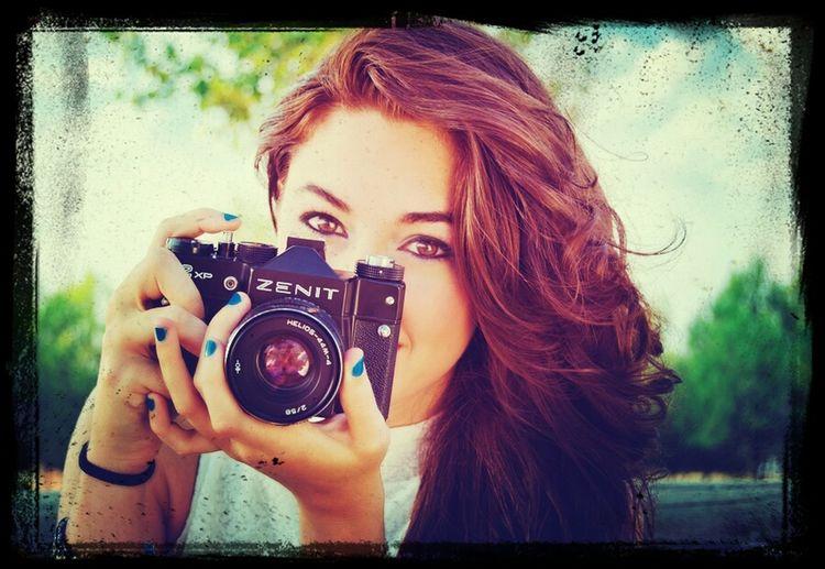 """""""Una mirada no dice nada y al mismo tiempo lo dice todo"""" Girl Photography Camera Zenit"""