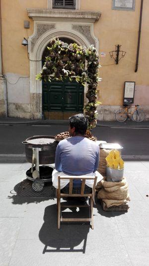 The Portraitist - 2016 EyeEm Awards Man At Work Via Condotti Rome Italy Rome Hello World Vegetable CastAway  Via Condotti Rome