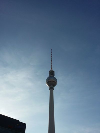 Berliner Fernsehturm. · Berlin Germany 030 My Fuckin Berlin Fernsehturm Radio Tower Radio Tower Berlin Tower Architecture Iconic Iconic Buildings Landmark Alexanderplatz Alex Simplicity From My Point Of View Up Against The Sky Blue Sky