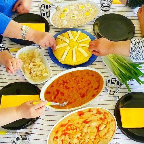 Seviyorum ne yapayım 🙈 abaza yemekleri ile sevgiler sunarız sizlere 😆😍 sol üstten başlayarak aphöse sızbal ( ekşi erikle yapılır) abısta ( mısır unu ve su ile hazırlanır abaza peyniri ile son nokta konur) agudırşı ( kuru barbunya ile yapılır) orjinal Çerkes tavuğu ve turşu ile taze soğan ile taçlanır sofra 😜👌😋😎 Pastalinmutfagi @mutfakgram Gramyöresel Mutfakgram @insta_foodandplaces @insta_foodandplaces @en_iyileri_kesfet En_iyileri_kesfet sunumönemlidir benim yoresellezzetim enguzelsunumum likes like likelike a turkisbreakfast gramsofra dogal aphazya abazayemekleri apsini vazgecilmez cerkestavugu eriksizbali bimutfak