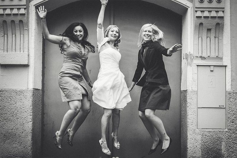 Jump Girls Ladies Sprung Mädchen Frauen Hochzeit Hochzeitsfotografie Hochzeitsfotograf Hochzeitsportrait Wedding Photographer Wedding Wedding Photography Schwarzweiß Schwarz & Weiß Blackandwhite Black And White Black & White S/w B/w Gross Enzersdorf Niederösterreich Österreich Austria
